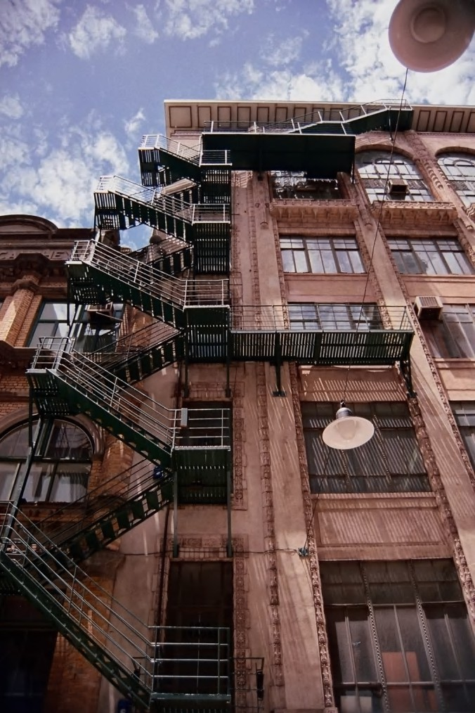 عکس پله فرار و ساختمان