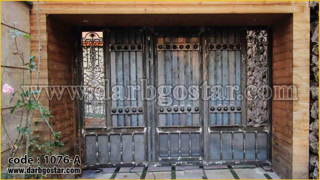 1076-A درب دو لنگه طرح چوب